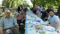 ALİ DUMAN - Burhaniye'de Çiftçiler Günü'ne Kahvaltılı Kutlama