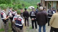 BÜYÜKBAŞ HAYVAN - Büyükbaş Hayvan Ahırı Jandarma Eşliğinde Boşaltıldı