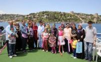 ENGELLİ ÇOCUK - Engelli Anneleri Boğaz Turunda Doyasıya Eğlendi