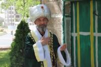 Ertuğrul Gazi Kıyafetiyle Türkiye'yi Geziyor