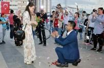 KIRMIZI HALI - Kırıkkaleli Gençten Meydanda Evlilik Teklifi