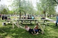 TÜRK YILDIZLARI - Konyalılar Hafta Sonları Parklara Akın Ediyor