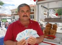 CÜZDAN - Para Dolu Cüzdanı Sahibine Ulaştırdı