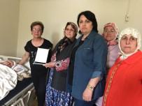 YILIN ANNESİ - Şehit Annesine 'Yılın Annesi' Ödülü