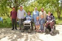 Başkan Atilla'nın Eşinden Engelli Kardeşlere Ziyaret