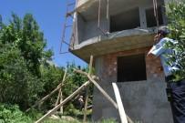 DEKORASYON - İnşaattan Düşen Sıvacı Kardeşler Yaralandı