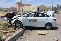 Karaman'da 2 Otomobil Çarpıştı Açıklaması 3 Yaralı