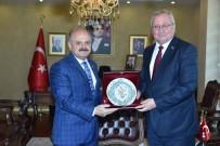 ÖZDEMİR ÇAKACAK - Kosova Büyükelçisi Spahiu Vali Çakacak'ı Ziyaret Etti