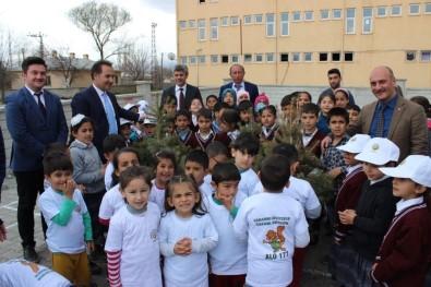 Köy Okulu Bahçesine Fidan Dikimi