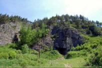 GÜNDÜZ GÜNEŞ - Sibirya'da Yapılan Kazıda 40 Bin Yıllık Bilezik Bulundu