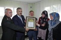 ŞEHİT BABASI - Torbalı'da Şehit Ailesine Şehadet Belgesi Verildi