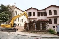 ATATÜRK EVİ - 'Ucube' Bina İzmir Marşı İle Yıkıldı