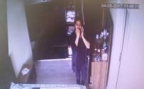 GIZLI KAMERA - Yatak Odasına Taktığı Kamera Hırsız Komşuyu Ele Verdi