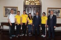 İSMAIL KURT - Bilek Güreşi Şampiyonları Vali  İsmail Çataklı'yı Ziyaret Ettiler