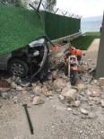 DUTLUCA - Bursaspor Yöneticisinin Evine Minibüs Daldı Açıklaması 1 Yaralı
