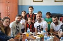 SEMIH ŞENTÜRK - Eskişehirsporlu Futbolcular Miniklerin Misafiri Oldular