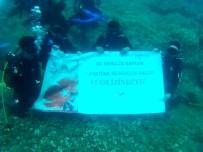 BEDEN EĞİTİMİ ÖĞRETMENİ - Gençlik Haftasını Su Altında Bayrak Açarak Kutladılar