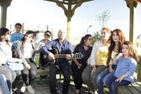DAĞ KEÇİSİ - Hakkari'de Sokak Konserlerine Büyük İlgi