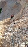 MAHSUR KALDI - Kayalıklarda Mahsur Kalan Çocuğu İtfaiye Kurtardı