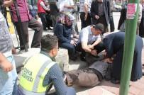 YAŞLI ADAM - Kaymakam Koruması Kriz Geçiren Yaşlı Adamı Yere Düşerken Yakaladı