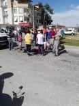 KAVAKLı - Manavgat'ta Otomobil İle Motosiklete Çarptı Açıklaması 2 Yaralı