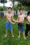 Ortaokul Öğrencileri Kispet Giyerek, Pehlivanlar Gibi Güreşti