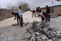 ÖZALP BELEDİYESİ - Özalp Belediyesinden Yol Yapım Çalışması