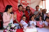 Şampiyonluk Pastasını Çocuklarla Birlikte Kestiler
