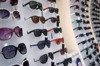 Taklit Gözlüklerdeki Tehlikeye Dikkat