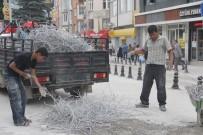 YOL YAPIMI - Belediyenin Yol Çalışması Hurdacılara Ekmek Kapısı Oldu