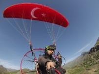 PARAMOTOR - Bir Yanda Terörist Avı Bir Yanda Yamaç Paraşütü