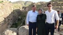 SARE DAVUTOĞLU - Eski Başbakan Davutoğlu Hasankeyf'i Gezdi