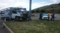 Kamyonet İle Otomobil Çarpıştı Açıklaması 2 Yaralı