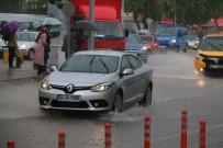 DUMLUPıNAR ÜNIVERSITESI - Kütahya'da Şiddetli Yağış