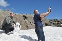 KARDAN ADAM - Mayıs Ayında Kardan Adam Yaptılar