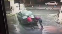 BENZIN - Otomobili İtmedi Diye Öldürüldü