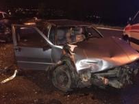 YENIKENT - Sakarya'da İki Otomobil Kafa Kafaya Çarpıştı Açıklaması 2 Yaralı
