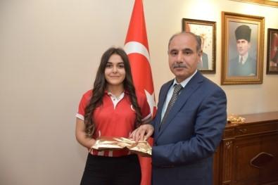 Şampiyon Sporculardan Vali Aktaş'a Ziyaret
