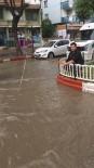 YEŞIL YOL - 'Yeşilyol Barajındayız Rastgele Dostlar' Dedi Oltasını En İşlek Caddeye Attı