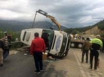 Yolcu Minibüsü İle Kamyon Çarpıştı Açıklaması 18 Yaralı