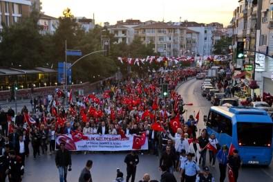 19 Mayıs Maltepe'de 'Meşaleli Yürüyüş' İle Kutlandı