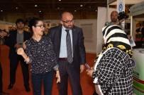 HÜSEYİN ÜZÜLMEZ - Başkan Üzülmez, Erdoğan'ın Resmini Çizen Gülşah'ın Sergisini Ziyaret Etti