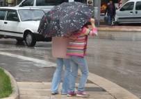 YILDIRIM ÇARPMASI - Elazığ'da Sağanak Yağış Etkili Oldu