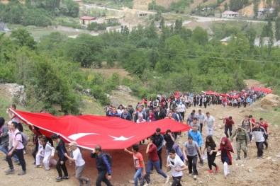 Hakkari'de Asker Ve Vatandaş 19 Mayıs İçin Yürüdü