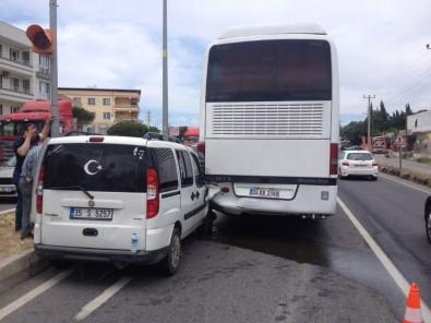 Kamyonet İle Otobüs Çarpıştı Açıklaması 4 Yaralı