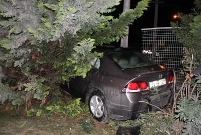 Kontrolden Çıkan Otomobil YHT Korkuluklarına Girdi