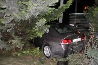 YÜKSEK HıZLı TREN - Kontrolden Çıkan Otomobil YHT Korkuluklarına Girdi
