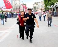 ÖZDEMİR ÇAKACAK - Kutlamalarda Mersin Polisinden Örnek Davranış