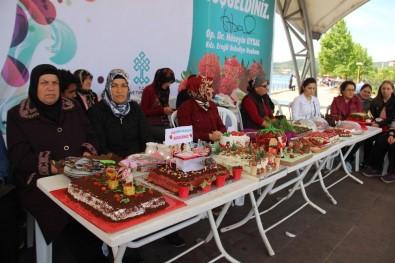 Osmanlı Çileğinden Yapılan Pastalar Yarıştı