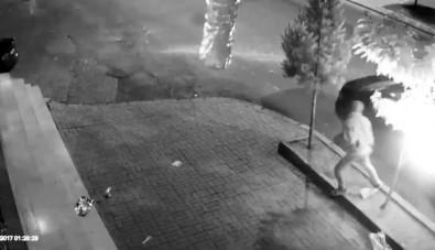 Otomobilin Kundaklanması Kameralara Yansıdı